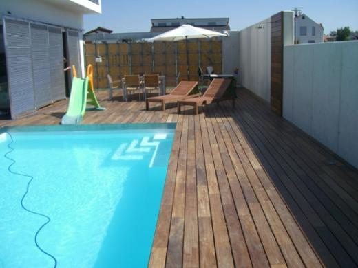 pool und holzterrasse in wien bilder. Black Bedroom Furniture Sets. Home Design Ideas